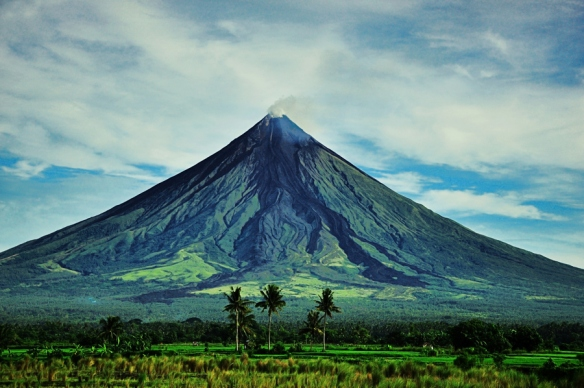 PHILIPPINES Mayon volcano in Albay