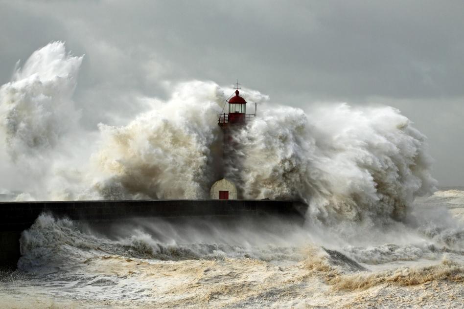 Windy Coast huge waves